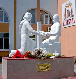 Муром Памятник Петру и Февронии 2008