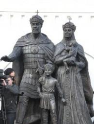 Памятник св.бл.кн. Димитрию Донскому и прп Ефросинии Москвоской
