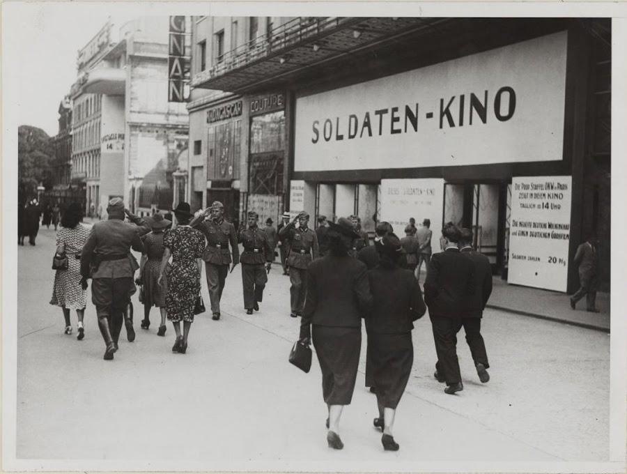 Парижский кинотеатр зарезервированный для немецких солдат