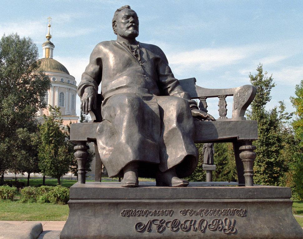 Ю.Г. и Ю.Ю.Ореховы Памятник Н.С. Лескову в Орле