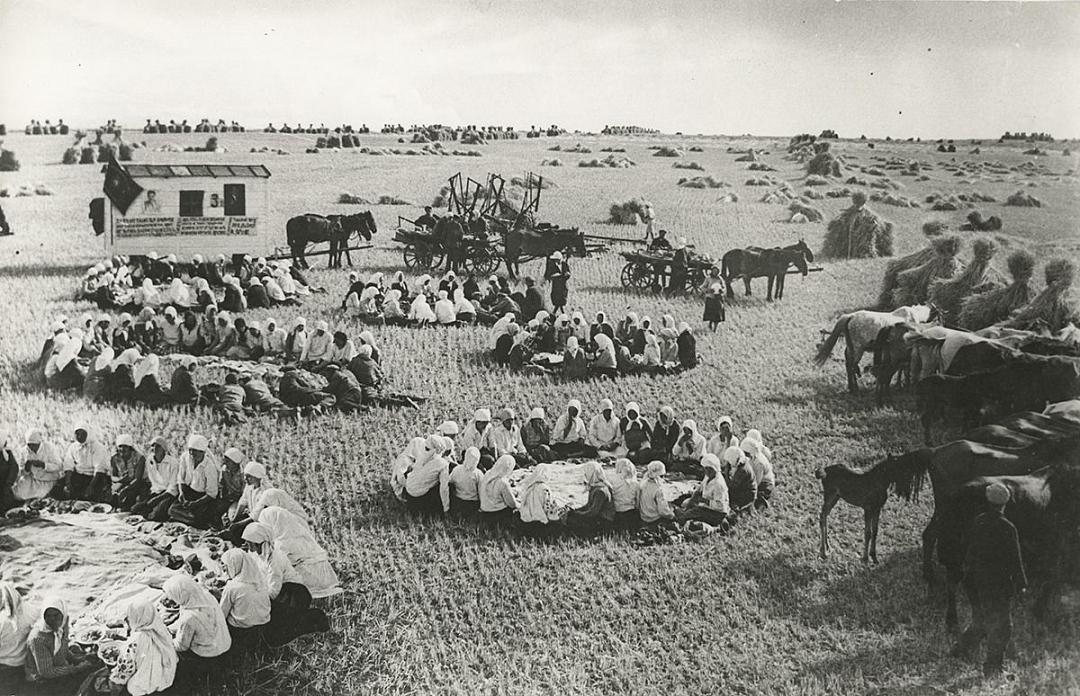 Георгий Петрусов Обед в поле 1934