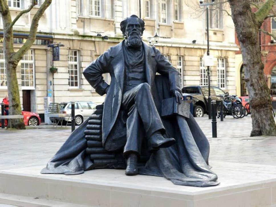Памятник Ч. Диккенсу в Портсмуте