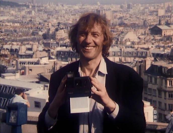 Кадр из фильма «Окно в Париж» 1993