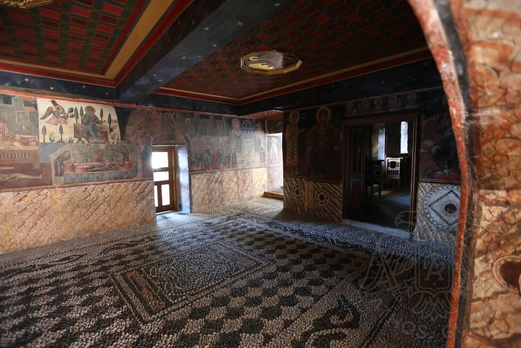 Мозаичный пол и фрески Джорджи