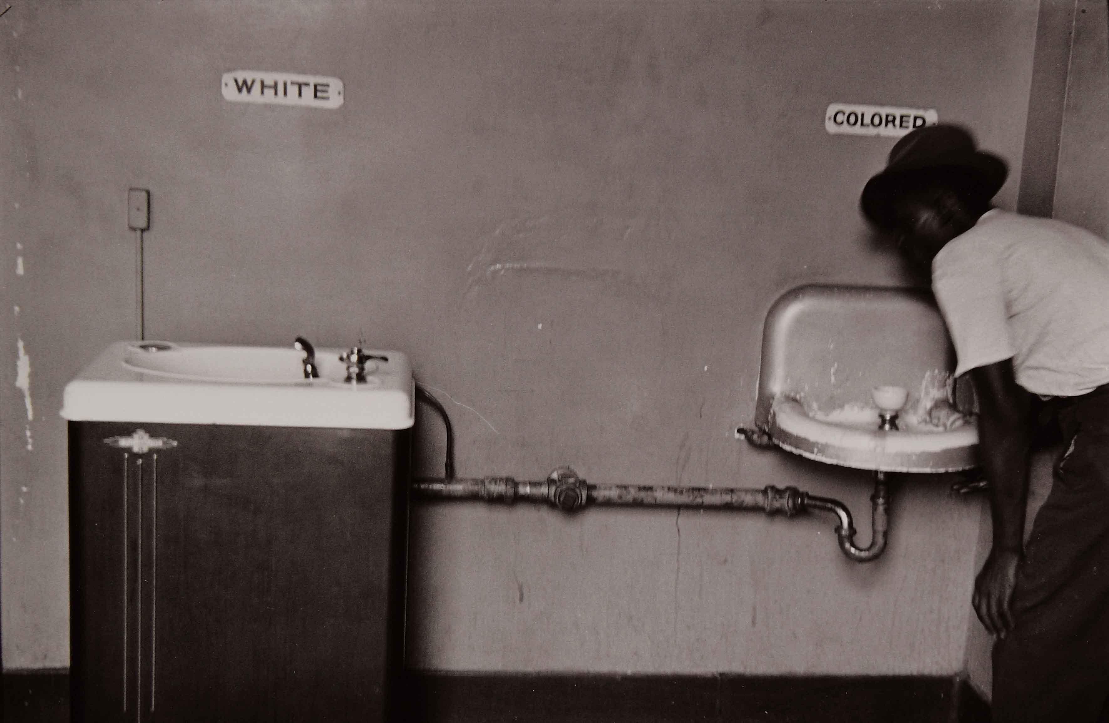 Эрвитт Эллиотт - Сегрегация. Водные фонтанчики, Северная Каролина, 1950.
