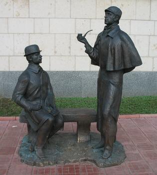 Памятник Шерлоку Холмсу в Москве