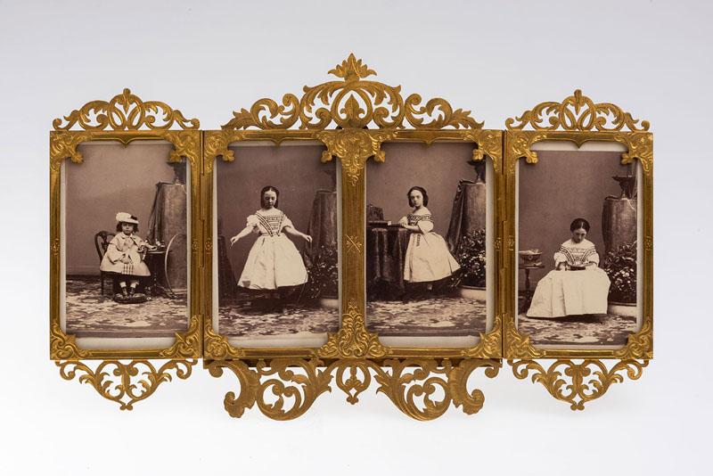 Рамка-складень с портретами графов Шуваловых, фирма ''A. Giroux et Cie'', Франция. Начало 1860-х.