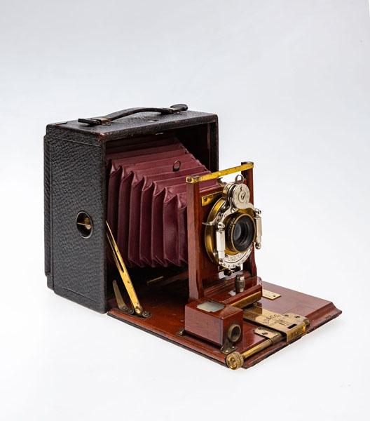 Фотоаппарат пластиночный шкальный «PONY PREMO № 5». Фирма «Rochester Optical & Camera Company». Затвор «UNICUM» – фирма «Bausch & Lomb». США, Рочестер. 1899-1903 гг.