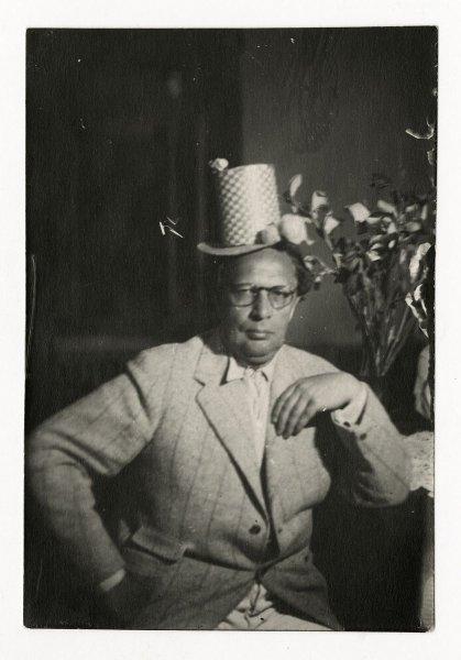 Алексей Толстой в цилиндре, 1939 год.