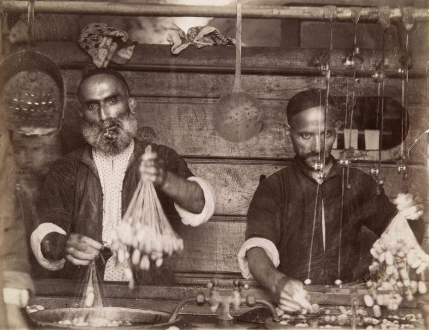 Елизаветпольский уезд, Нуха. Промывка шелковичных коконов Д. И. Ермаков 1870-е — 1890-е