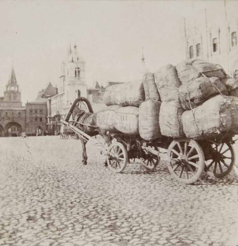 Москва. Грузовая телега на Красной площади 1897