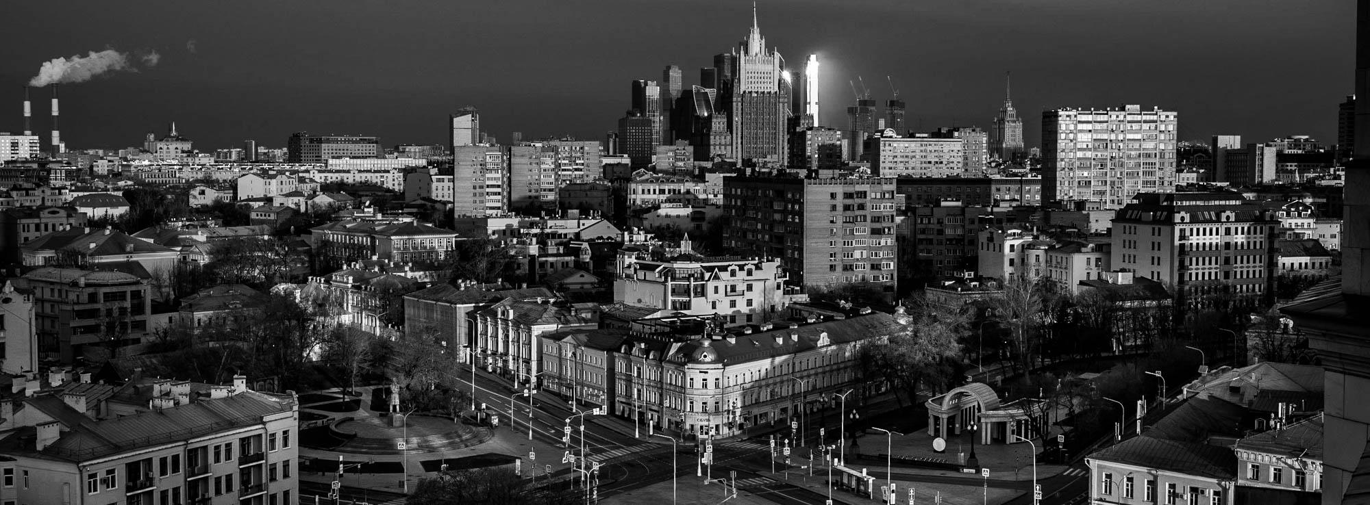 Вид на Кропоткинскую площадь, МИД и Москва Сити