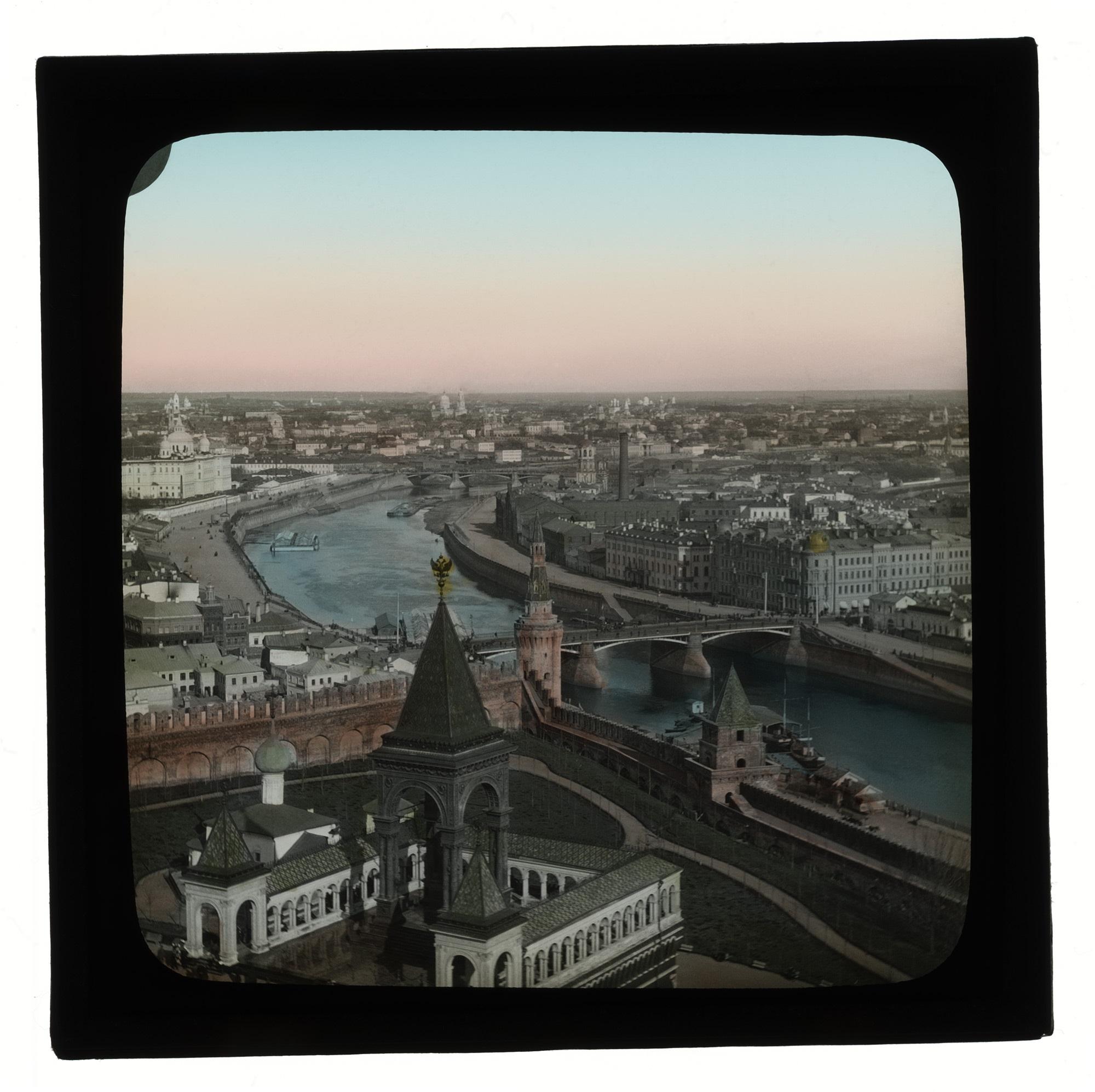 Вид на Москву и памятник Александру II c колокольни Ивана Великого