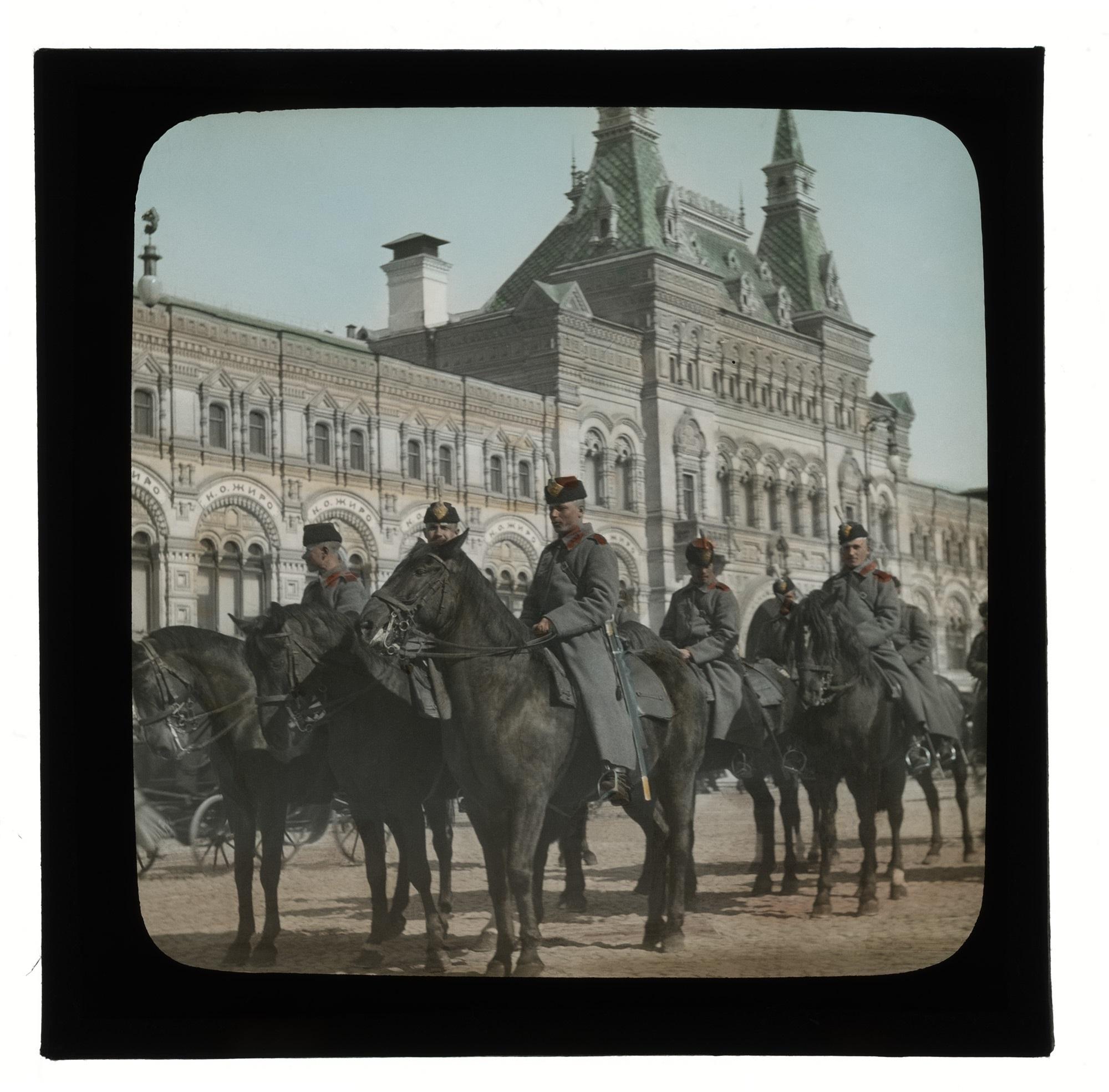 Сумские драгуны в конном строю на Красной площади