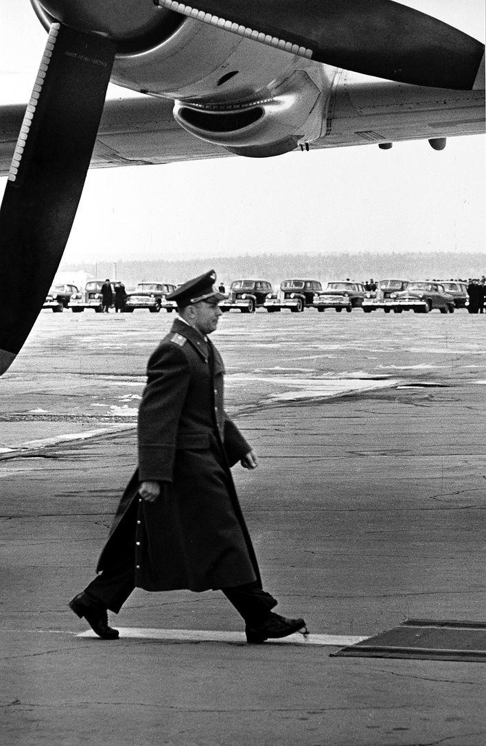 Леонид Лазарев - Юрий Гагарин. Москва, 14 апреля 1961