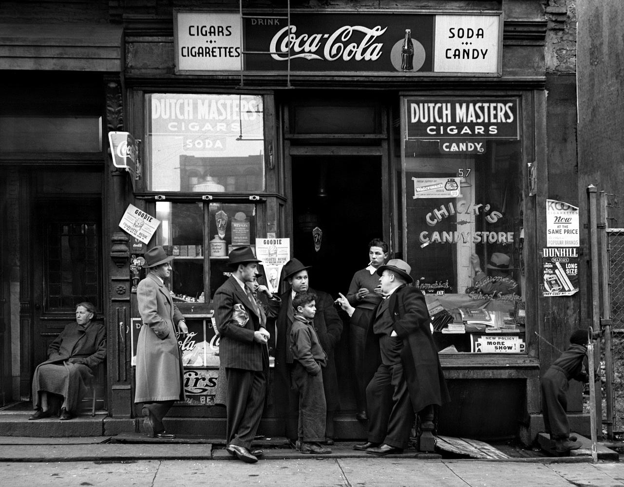 Roseblum_Walter__Chicks_Candy_Store_Pitt_Street_1938