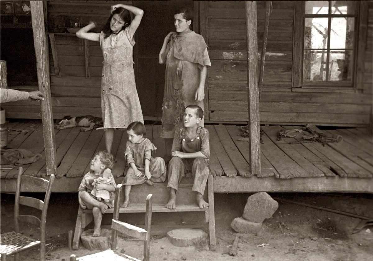 Уолкер Эванс.Дети арендатора Фрэнка Тэнгле в округе Хэйл, штат Алабама (США)