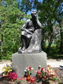 Памятник В.Г.Белинскому в городе Белинский (бывш. Чембар) Пензенской области. Скульптор Г. Малов.