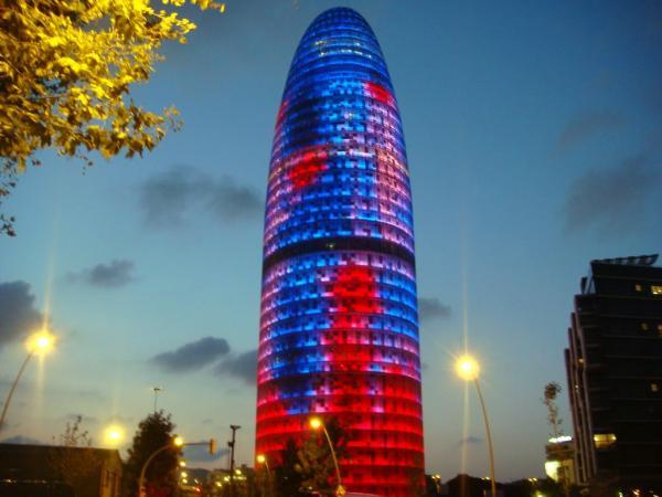 Башня Torre Agbar в Барселоне